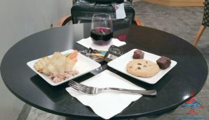 American Airlines Admirals Club YYZ Toronto Canada Terminal 3 Concourse A RenesPoints blog review (18)