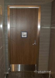 dsc_9180_seattle-delta-skyclub-seatac-mens-bathroom-laptoptravel_