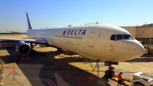 delta-wide-body-jet-atl-atlanta-renespoints-blog