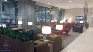 klm-crown-lounge-iah-houston-airport-renespoints-blog-review-priority-pass-skyteam-lounge-4