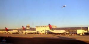 Delta 747 DTW Detroit airport photo RenesPoints blog