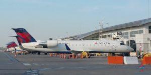 row of Delta CRJ200s RenesPoints blog