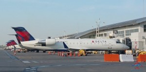 row of Delta CRJ200s RenesPoints blog