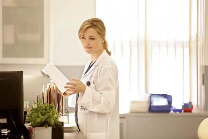 "HEARTBREAKER -- ""PILOT"" -- Pictured: Melissa George as Dr. Alex Panttiere -- (Photo by: Michelle Faye/NBC)"