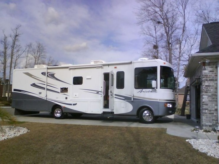 Best RV Full Time For As A Family 24