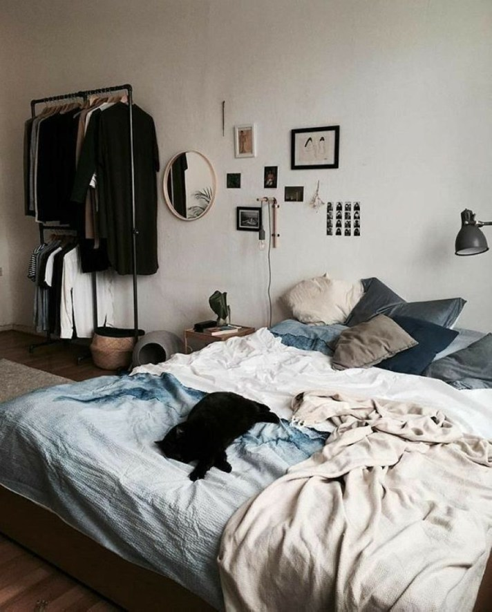 Cozy Bedroom Ideas For Your Tiny Apartment 19