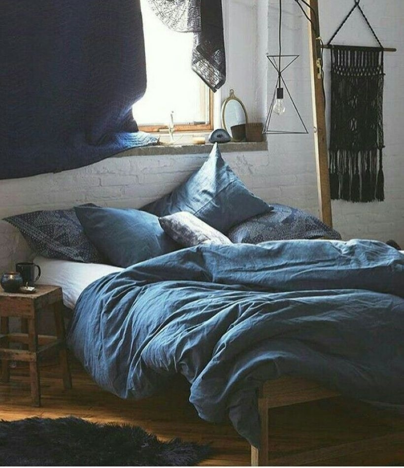 Cozy Bedroom Ideas For Your Tiny Apartment 27