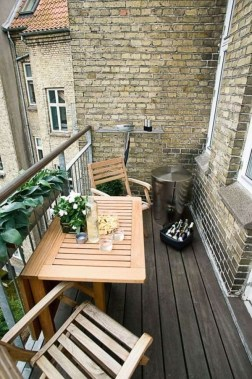 Creative Yet Simple Balcony Decor Ideas For Apartement16