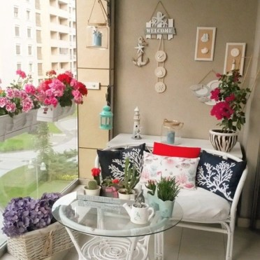 Creative Yet Simple Balcony Decor Ideas For Apartement26