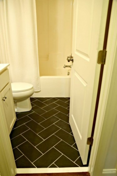 Small Bathroom Makeovers That Give Us Hope 37