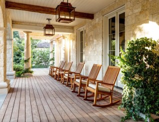 Ways To Create A Relaxing Porch For Big Family 07