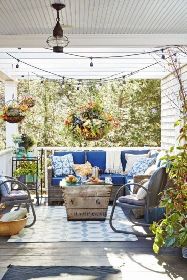 Ways To Create A Relaxing Porch For Big Family 14
