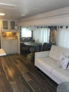 Easy Remodeling RV Decoration You Can Try 10