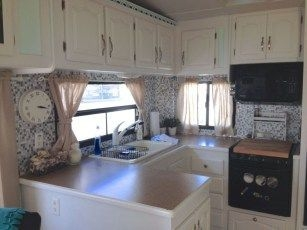 Easy Remodeling RV Decoration You Can Try 17