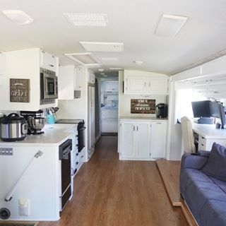 Easy Remodeling RV Decoration You Can Try 26