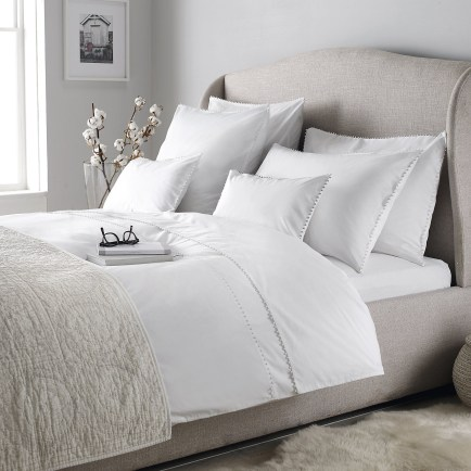 Love The Neutral Color For Master Bedroom Idea 21