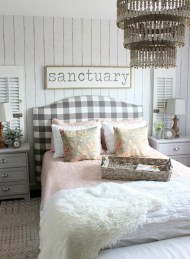 Ways To Create Cozy And Beautiful Teen Farmhouse Bedroom 12