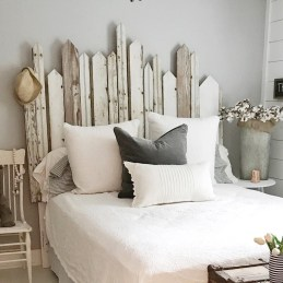 Ways To Create Cozy And Beautiful Teen Farmhouse Bedroom 27