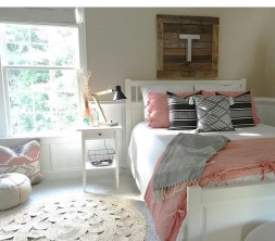 Ways To Create Cozy And Beautiful Teen Farmhouse Bedroom 41