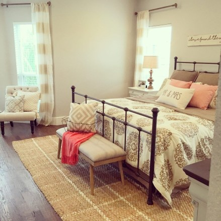 Ways To Create Cozy And Beautiful Teen Farmhouse Bedroom 45