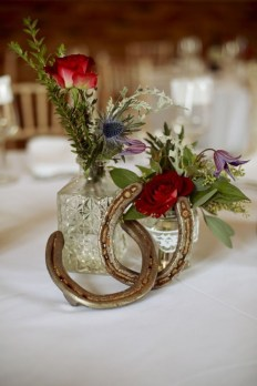 Adorable Winter Wedding Ideas For Decorate Your Party 02