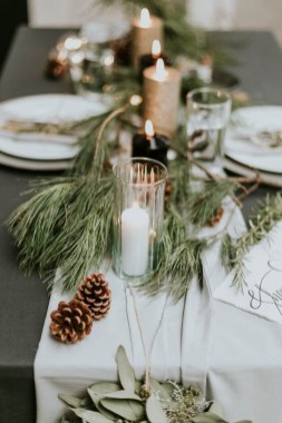 Adorable Winter Wedding Ideas For Decorate Your Party 20