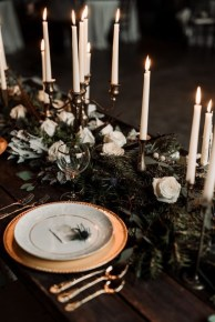 Adorable Winter Wedding Ideas For Decorate Your Party 29