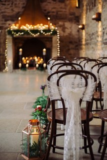Adorable Winter Wedding Ideas For Decorate Your Party 39