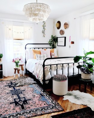 Awesome Boho Decorating Ideas For Your Bedroom 09