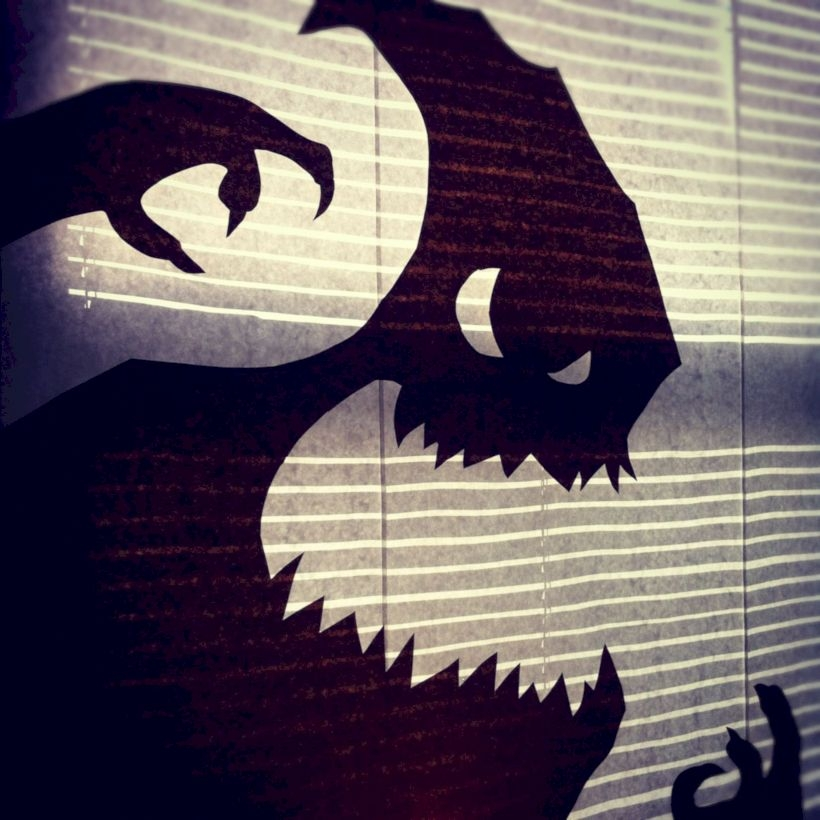 Best Ghost Silhouette DecorIideas To Haunt Your Guests 08