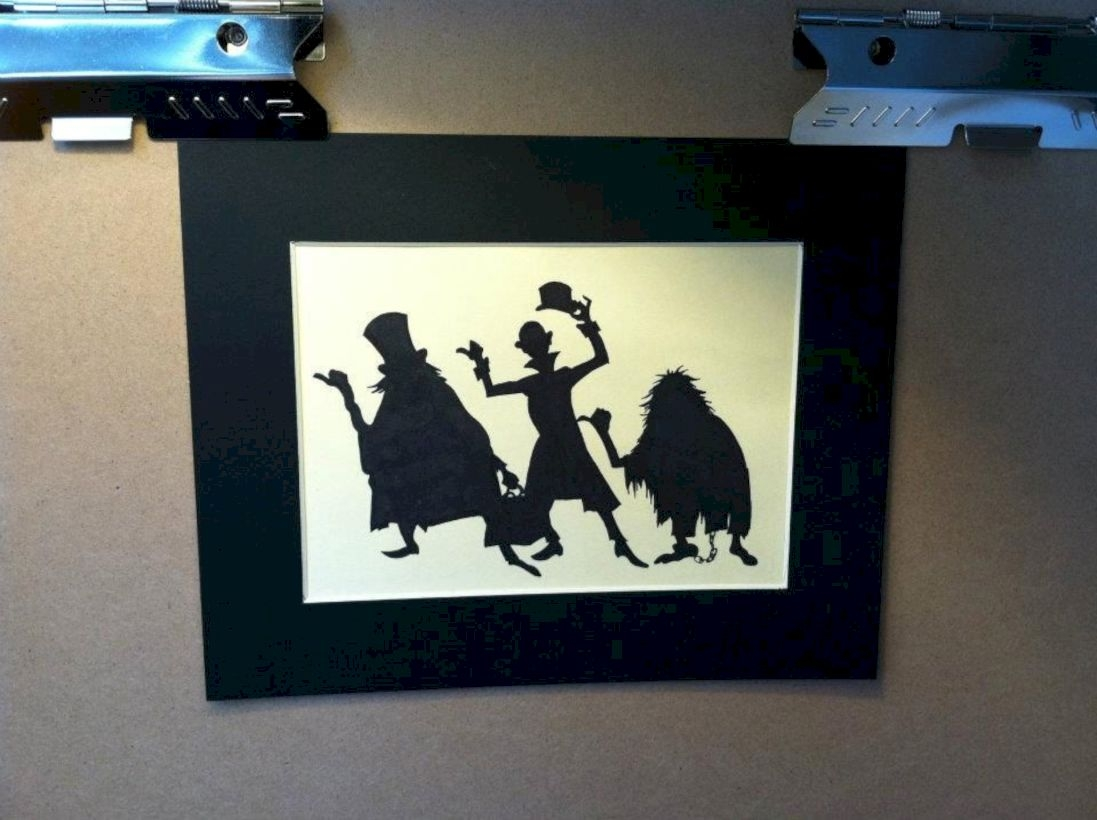 Best Ghost Silhouette DecorIideas To Haunt Your Guests 33