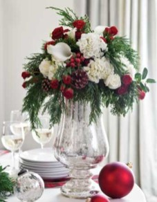 Classic Christmas Decoration You Must Try For Your Family 12