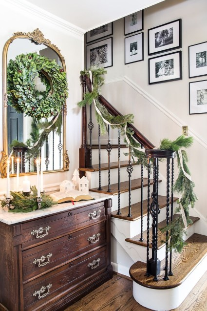 Classic Christmas Decoration You Must Try For Your Family 13