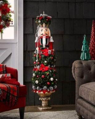 Classic Christmas Decoration You Must Try For Your Family 15