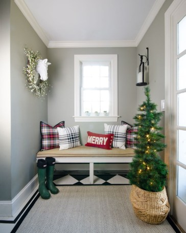 Classic Christmas Decoration You Must Try For Your Family 24