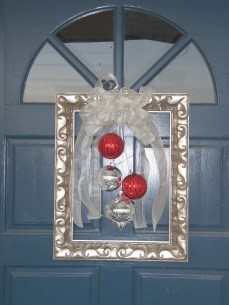 Classic Christmas Decoration You Must Try For Your Family 27