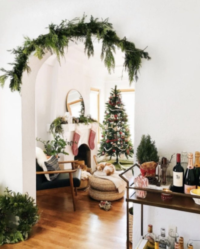 Classic Christmas Decoration You Must Try For Your Family 33