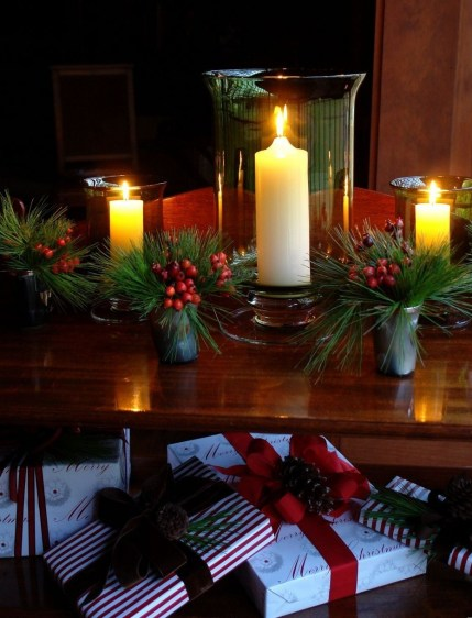 Classic Christmas Decoration You Must Try For Your Family 38