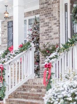 Classic Christmas Decoration You Must Try For Your Family 42