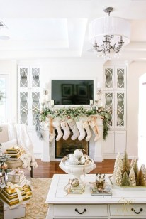 Favorite Winter Decorating For Fireplace Ideas 12