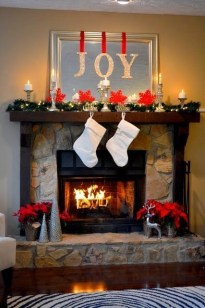 Favorite Winter Decorating For Fireplace Ideas 14