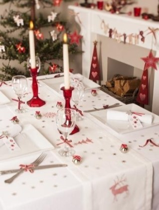 Luxury Christmas Table Decoration For Celebrating Christmas This Year 15