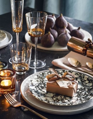 Luxury Christmas Table Decoration For Celebrating Christmas This Year 39