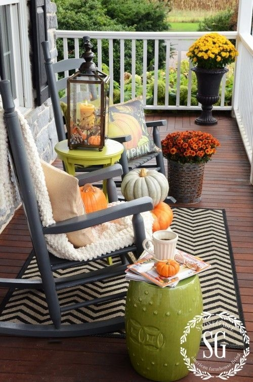 Perfect Pumpkin Ideas To Decorate Your Porch 01