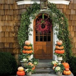 Perfect Pumpkin Ideas To Decorate Your Porch 06