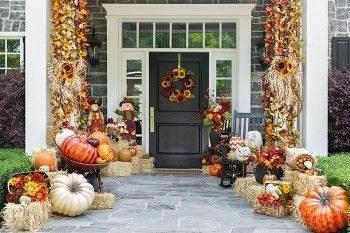 Perfect Pumpkin Ideas To Decorate Your Porch 13