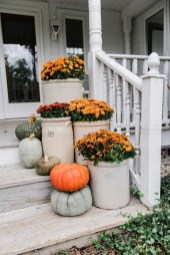 Perfect Pumpkin Ideas To Decorate Your Porch 17