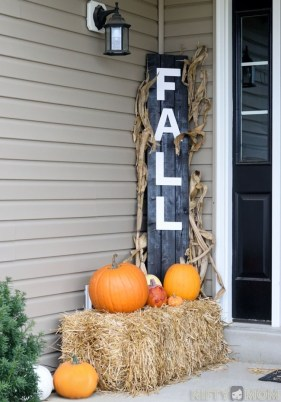 Perfect Pumpkin Ideas To Decorate Your Porch 21