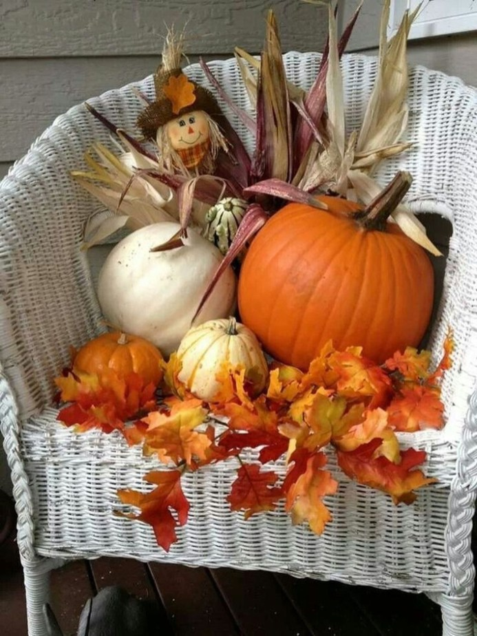 Perfect Pumpkin Ideas To Decorate Your Porch 25