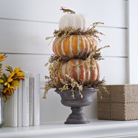 Perfect Pumpkin Ideas To Decorate Your Porch 33
